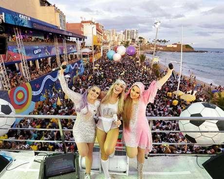 Claudia Leitte e as gêmeas Maiara e Maraísa mandaram um beijo para Ivete e 'previram'; futuro das crianças