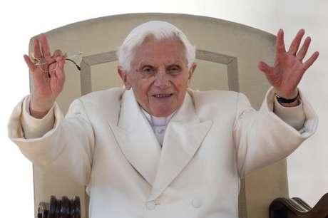 Irmão de Bento XVI diz que ele tem doença 'paralisante' - Notícias - Mundo