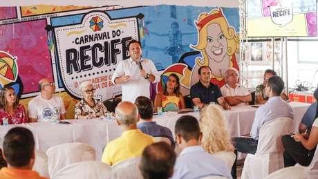 Prefeito de Recife comemora o que, segundo ele, foi maior Carnaval da história de Recife