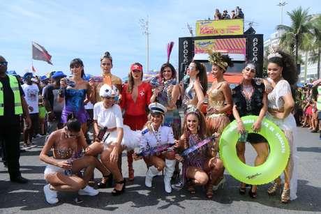 Famosas usam looks ousados no Carnaval deste ano