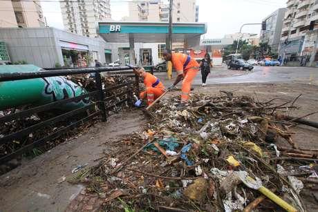 Rio de Janeiro volta ao estado de atenção após temporal