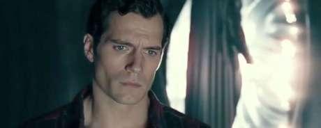 """Chamada """"O Retorno de Superman"""", a sequência deletada traz Henry Cavill  como Clark Kent voltando à nave kryptoniana após ser ressuscitado."""