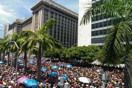 Monobloco deve arrastar milhares de foliões no encerramento do Carnaval carioca)