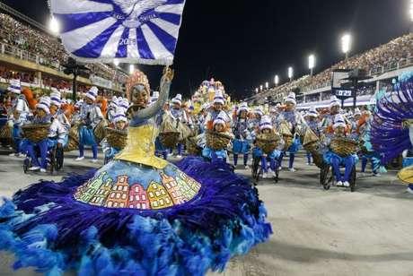 Desfile da Portela no segundo dia de apresentações do Grupo Especial das Escolas de Samba do Rio