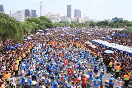 Desfile do Monobloco no Aterro do Flamengo no Rio de Janeiro (RJ), neste domingo (18)