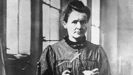 Marie Curie nasceu em 7 de novembro de 1867 na Polônia. Sua carreira científica cresceu na França