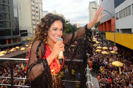 Bloco Pipoca da Rainha, de Daniela Mercury, atraiu multidão na Avenida 23 de Maio