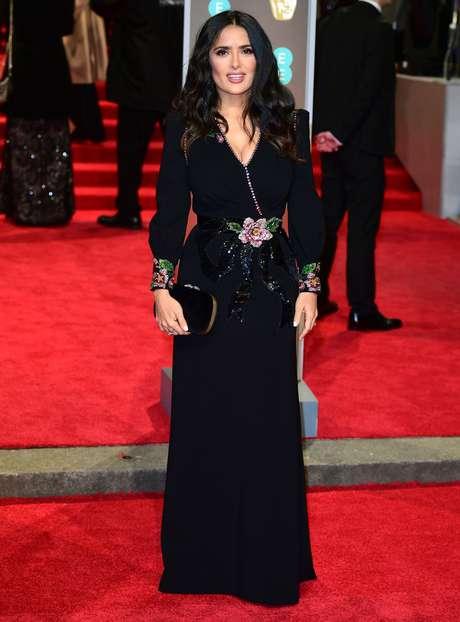 Salma Hayek usou preto. Ela foi uma das atrizes que acusaram o produtor de Hollywood Harvey Weinstein de assédio
