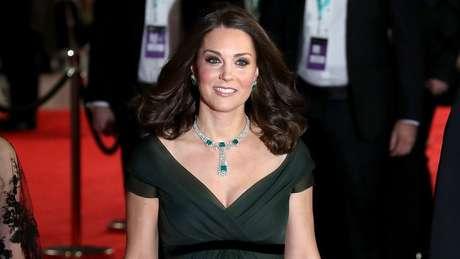 Kate Middleton usou verde. Membros da família real não costumam aderir a 'protestos' e 'mensagens políticas'