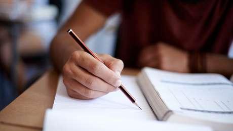Sistema educacional foi inventado pela classe dominante para justificar sua posição na sociedade, disse o sociólogo francês Pierre Bourdieu