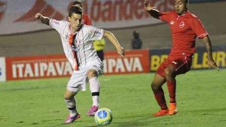 A última partida entre os clubes aconteceu em 2016, pela Série B (Foto: Divulgação)