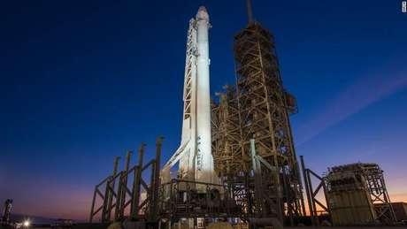SpaceX coloca seus primeiros satélites de internet em órbita