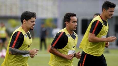 Fagner Jadson e Balbuena em treino no Corinthians: zagueiro voltou a treinar (Foto: Marco Galvão/Fotoarena/Lancepress!)