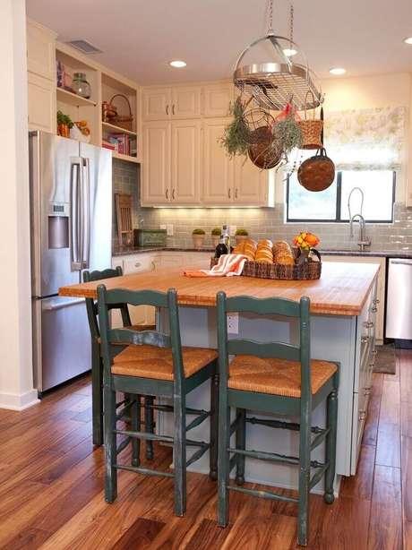 2. Cozinha pequena com ilha