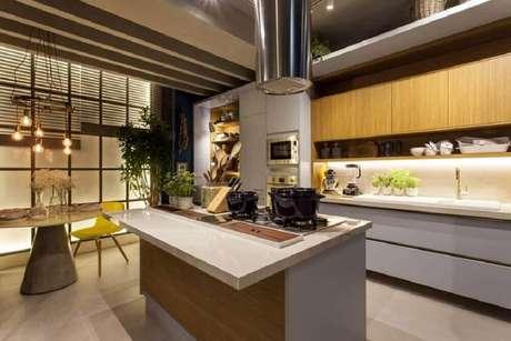 19. Cozinha com ilha conjugada com sala de jantar