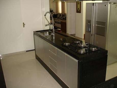 28. Ilha com cooktop e pia para cozinha