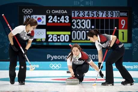 Equipe da Coreia do Sul em partida de Curling nos Jogos Olímpicos de Inverno 2018.
