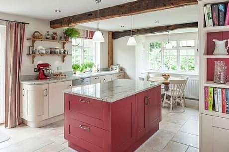 27. Se você preferir também pode escolher uma ilha colorida para alegrar a decoração de sua cozinha