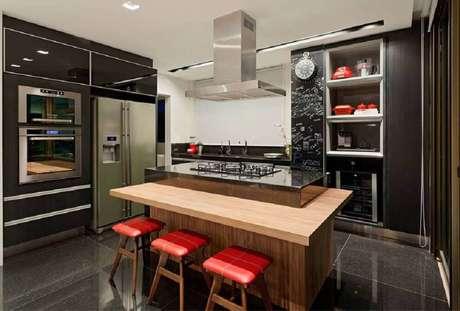 12. Modelo de cozinha planejada com ilha