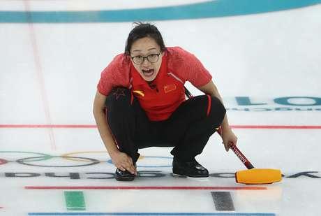 Yan Zhou, atleta do curling da China, durante partida nos Jogos de Inverno 2018