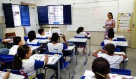 A taxa analfabetismo calculada pelo Instituto Brasileiro de Geografia e Estatística (IBGE), por exemplo, mostra estagnação do analfabetismo absoluto no País, com 7% das pessoas (11, 5 milhões) acima de 15 anos
