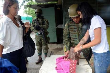 Forças Armadas fazem operação conjunta com as polícias Civil e Militar em comunidades na zona oeste do Rio: Vila Kennedy, Vila Aliança e Coreia