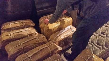 Quantidade de droga altamente pura encontrada em malas diplomáticas equivale a mais de R$ 60 milhões, segundo autoridades argentinas