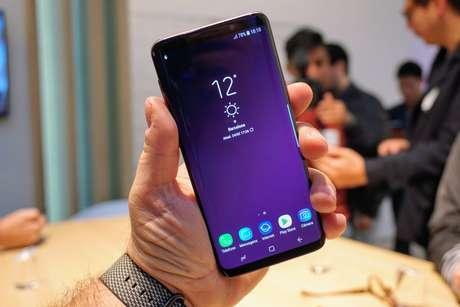 Visual do Galaxy S9 é semelhante ao S8 (Foto: André Fogaça/Canaltech)