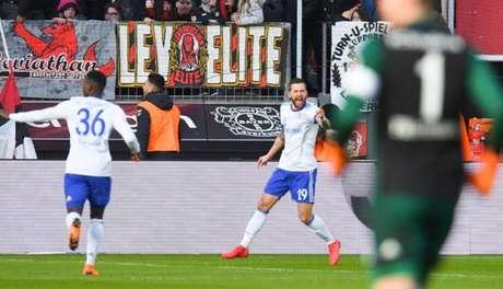 Burgstaller comemora o seu oitavo gol na Bundesliga (Foto: Patrik Stollarz / AFP)