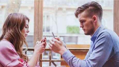 Olhar telas de aparelhos por tempo demais pode afetar os olhos