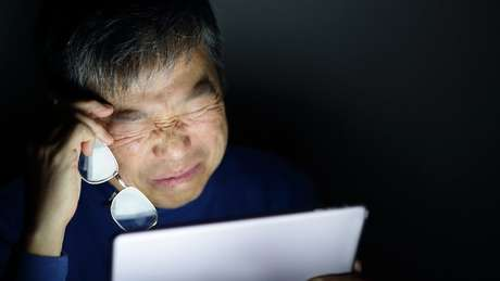 Passar tempo demais em frente a telas pode prejudicar nossos olhos