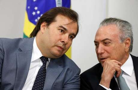 Temer conversa com Rodrigo Maia no Palácio do Planalto  26/10/2017    REUTERS/Adriano Machado