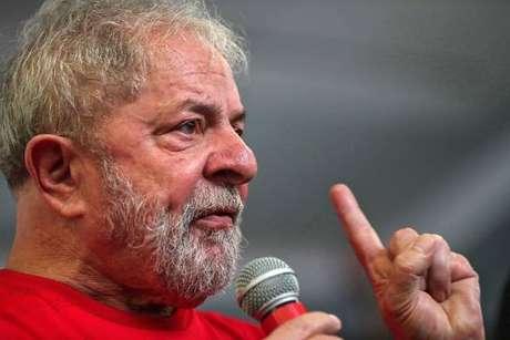 Lula depõe à PF sobre mesada da Odebrecht para seu irmão