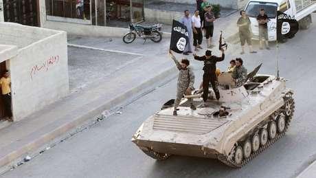 'EI' aproveitou debilidade do Estado sírio para tomar controle de várias cidades, mas acabou sendo destituído de seu território