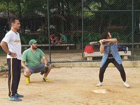 Com a transmissão de jogos da liga americana por canais pagos como ESPN e Fox Sports, o beisebol ganhou fãs brasileiros nas últimas décadas.