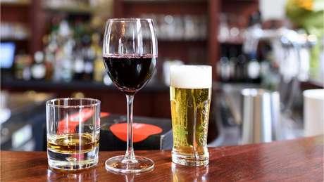 Diversos estudos já mapearam os efeitos do consumo moderado e excessivo de álcool para a saúde