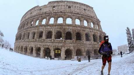 Desde 2012 não nevava em Roma, cidade que não está preparada para temperaturas tão baixas