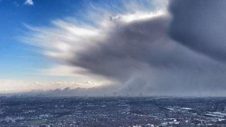 Chamada de 'besta do leste', frente fria que veio da Sibéria fez o centro de Londres amanhecer coberto de neve