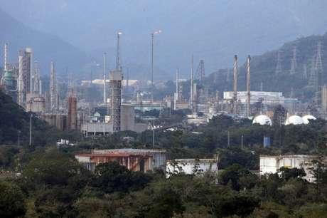 Visão geral de indústrias químicas em Cubatão 08/06/2017 REUTERS/Paulo Whitaker