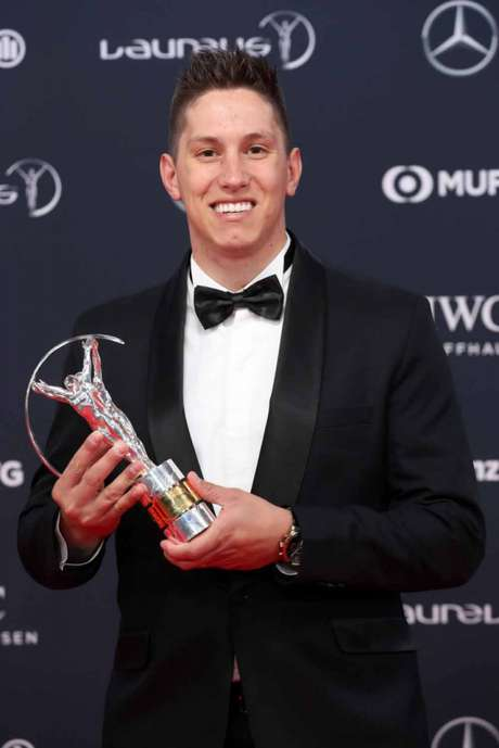 Jackson Follman recebe Prêmio Laureus (Foto: AFP)