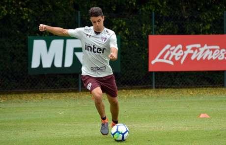 De contrato renovado, o garoto Shaylon treinou normalmente no CT da Barra Funda (Érico Leonan/saopaulofc.net)