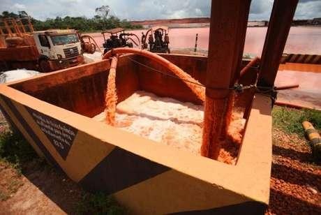 Ibama multa em R$ 20 milhões e embarga mineradora no Pará