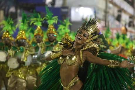 Atriz Juliana Paes desfilou pela Grande Rio