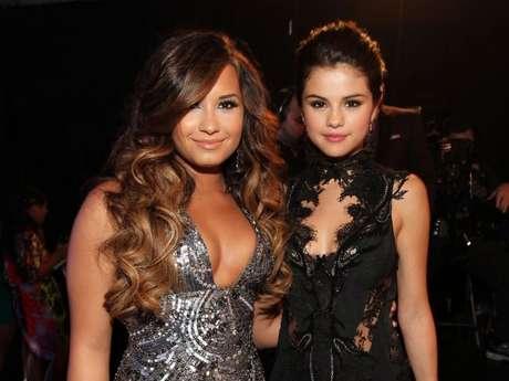 Mãe de Demi Lovato fala sobre relação entre Selena Gomez e sua filha