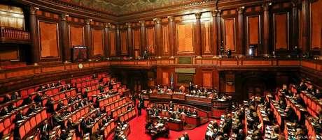 O Parlamento tem 945 vagas, 18 delas são para italianos do exterior