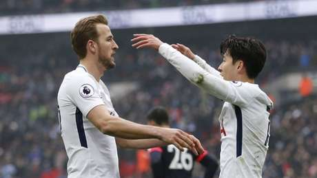 Com dois deSon Heung-min, o Tottenham vence o Huddersfield(Foto: IAN KINGTON / AFP)