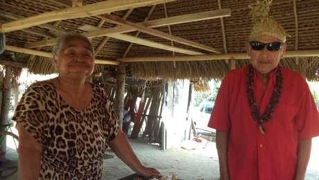 Känä́tsɨ (à esq.) e Híwa são os últimos falantes ativos da língua warazú | Foto: Liames/Unicamp