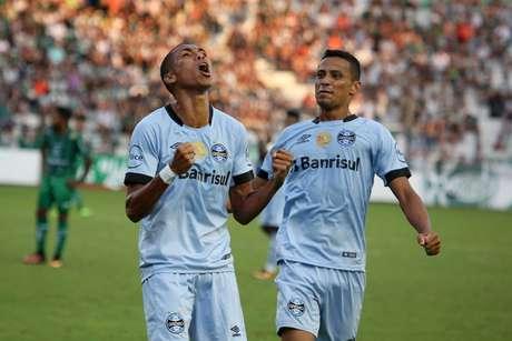 Madson comemora o gol que marcou na vitória do Grêmio sobre o Juventude.