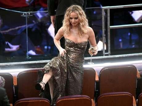 Jennifer Lawrence salta cadeiras ao avistarMeryl Streep no Oscar 2018