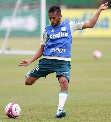 Chiquinho comemora gol e atual momento do São Caetano — Paulistão